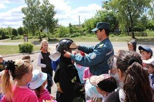 Лагерь «Солнышко» встречал спасателей.